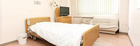 駐車場は120台 入院ベッドは60床と送迎サービス